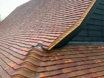 Cart lodge roof using handmade clay tiles